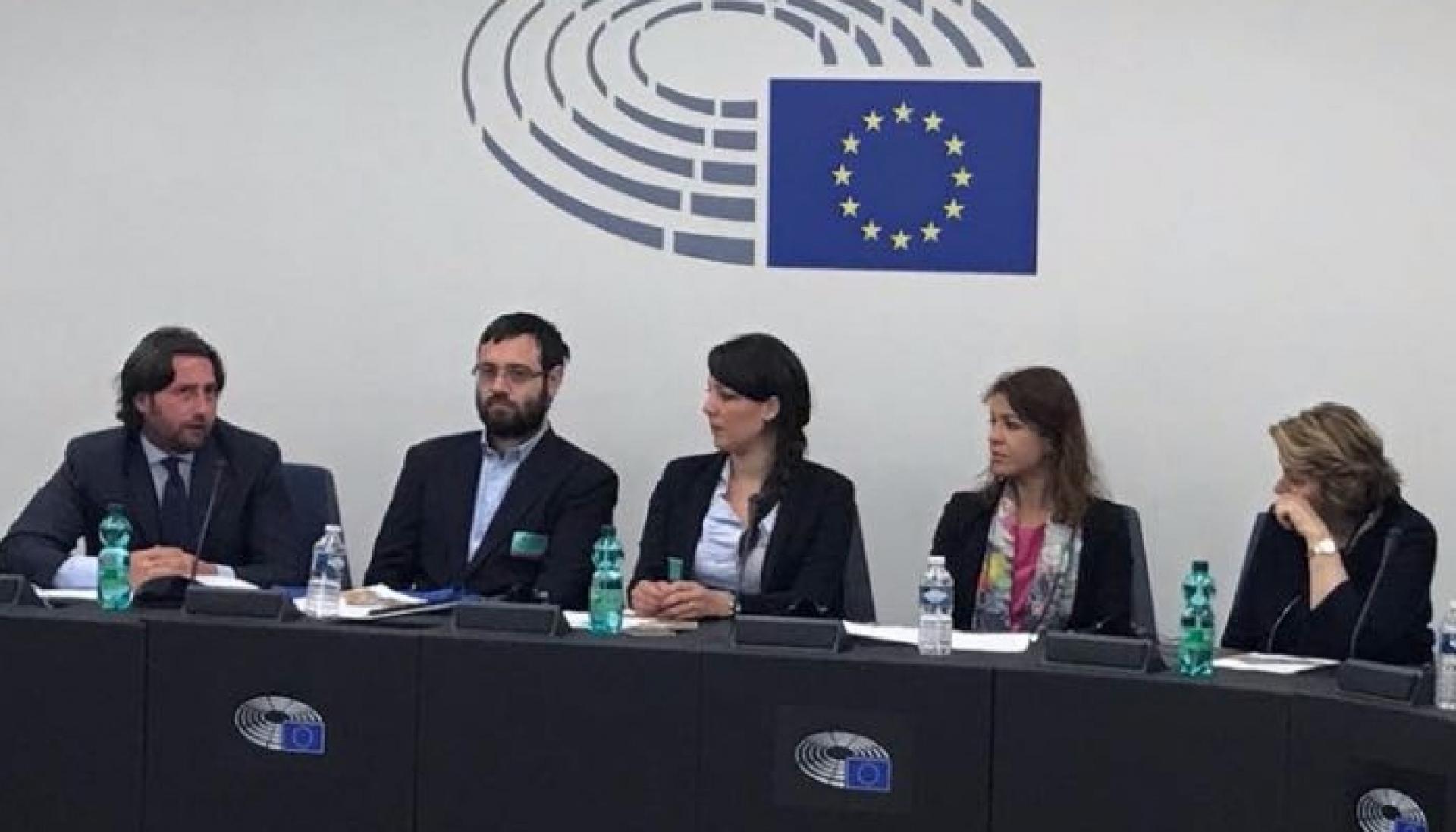 lavoro di incontri Strasburgo gruppo di giovani incontri parlare